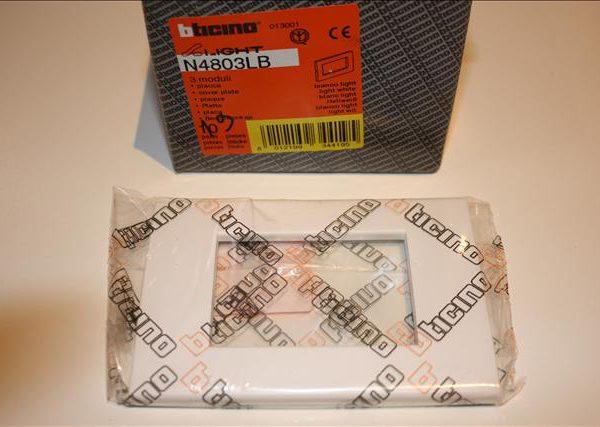 Bticino Light Wit Afdekplaat 3 modules 115x80mm-0