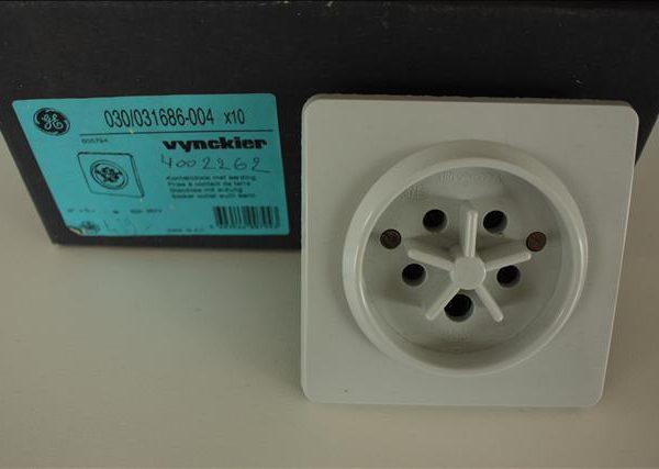 Vynckier contactdoos met aarding 3P+N 32A 380V (vb voor fornuis)-0