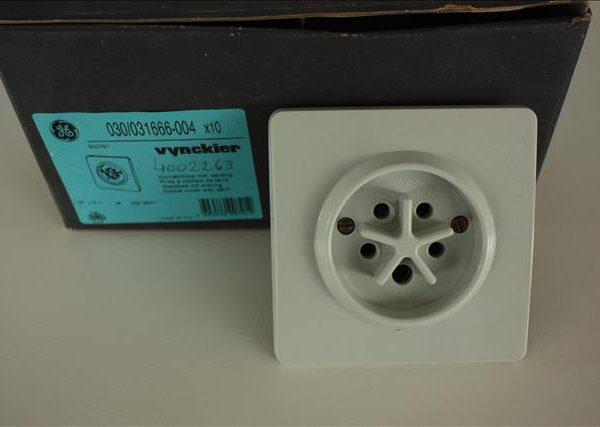 Vynckier contactdoos met aarding 3P+N 16A 380V -0