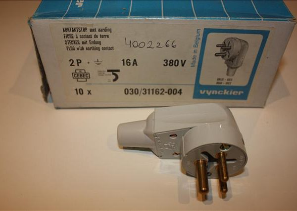 Vynckier stekker met aarding 2P 16A 380V -0
