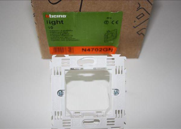 Bticino Light (Tech)/Living montuur met lange klauwen 2 modules 71mm-0