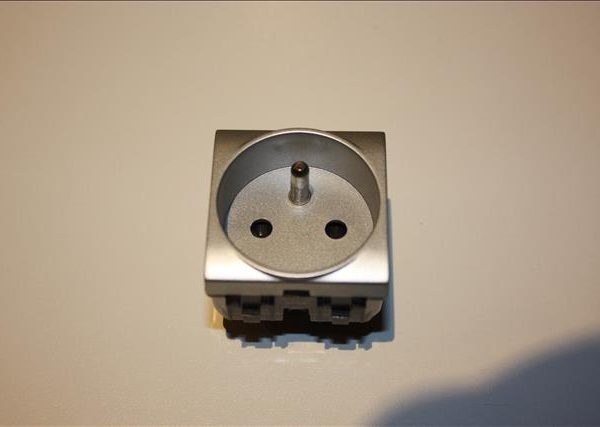Bticino Light Tech stopcontact 16A + aarding 2modules breed-0