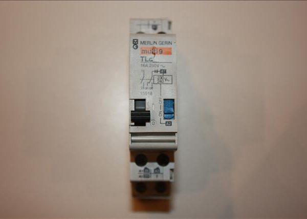 Merlin Gerin impulsschakelaar TLc 230V 1xNO met hulpcontact voor centraalbediening-0