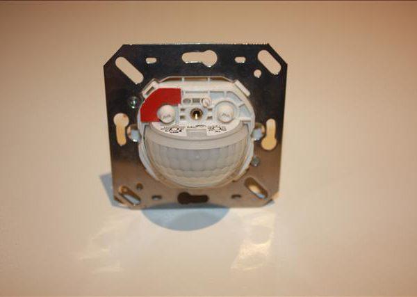 Luxomat inbouwsensor aanwezigheids- en geluidsmelder 180°, 11-48VAC/DC 3A, reikwijdte 10meter-0