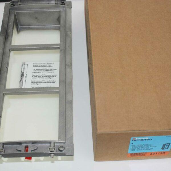 Bticino Terraneo doos + montuur 3 modules verticaal-0
