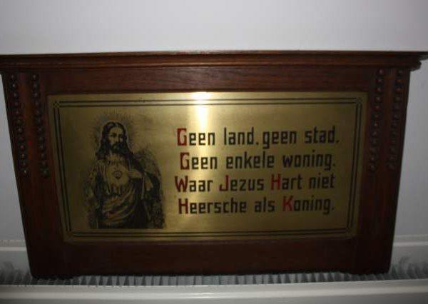 Antieken houten kader met koperen plaat, religieuze spreuk-0