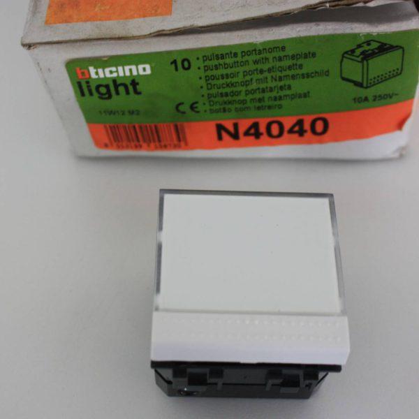Bticino Light wit drukknop 1P met verlicht naamplaatje voor lampje-0